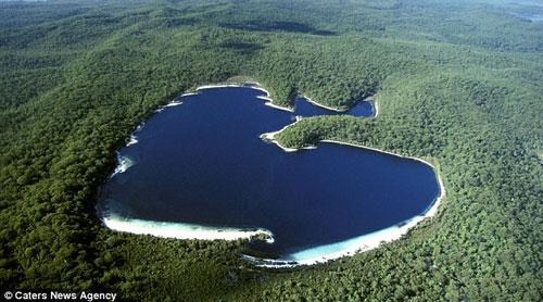 Đảo Lake McKenzie ở Australia.