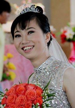 Những khoảnh khắc vui tươi ngộ nghĩnh của cô dâu chú rể trong album ảnh cưới. Ảnh: Thi Ngoan.