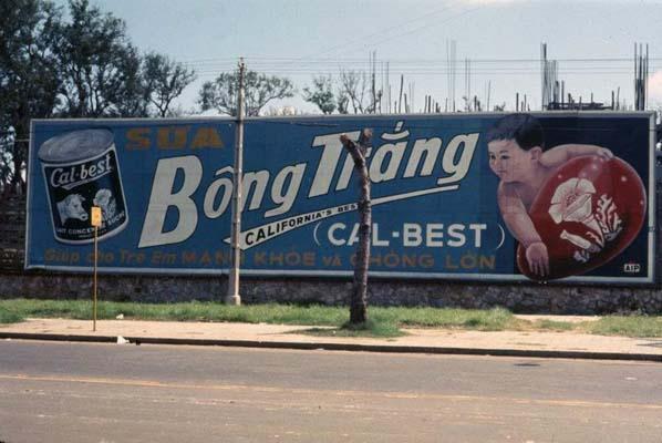 Tháng 10/1968. Biển quảng cáo của hãng Cal-Best, đối diện với Đại sứ quán Mỹ.