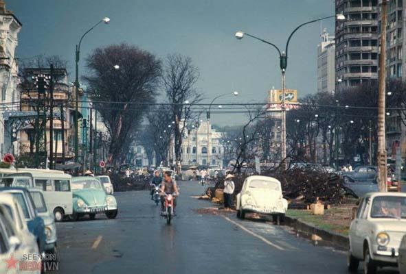 Tháng 6/1969. Đường Nguyễn Huệ sau một cơn mưa.