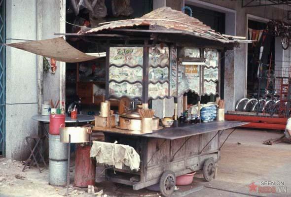 Tháng 6/1969. Sạp bán mỳ tại khu Chợ Lớn.