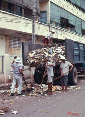 Tháng 6/1969. Dọc rác trên một tuyến phố
