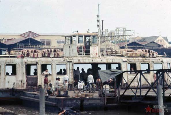 Tháng 10/1968. Chuyến phà qua sông Sài Gòn.