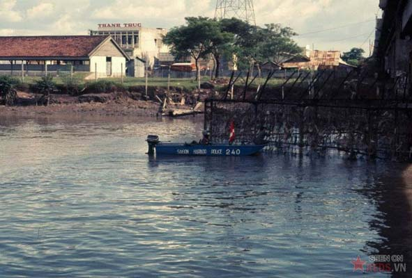 Tháng 11/1968. Quang cảnh nhìn từ dưới cầu Chữ Y.