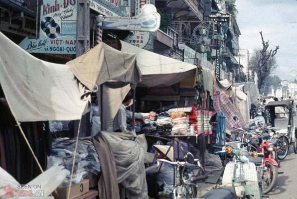 Tháng 10/1968. Quang cảnh trên đường Công Lý được chụp từ trên một chiếc xe tải loại 2.5 tấn.
