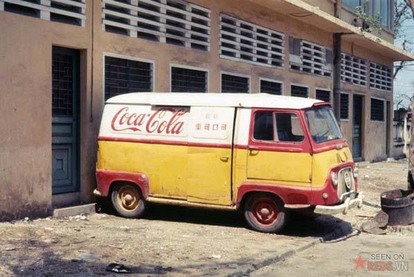 Tháng 11/1968. Xe chở hàng của hãng Coca Cola.