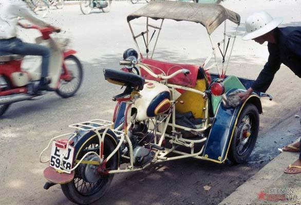 Tháng 11/1968. Xích lô máy trên đường phố Sài Gòn.