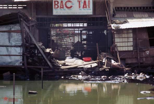 Tháng 1/1969. Một ngôi nhà ven sông ở ngoại vi Sài Gòn.