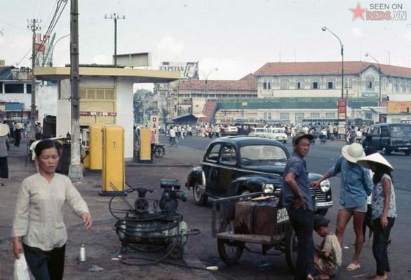 Tháng 10/1968. Trạm xăng của hãng Shell trên đường Trần Hưng Đạo.