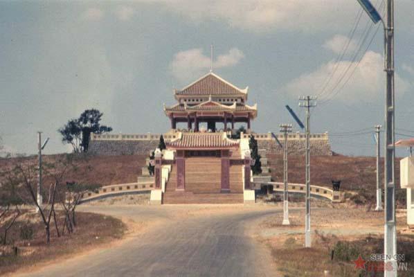 Tháng 2/1969. Nhà tưởng niệm tại nghĩa trang Biên Hòa của quân đội VNCH.
