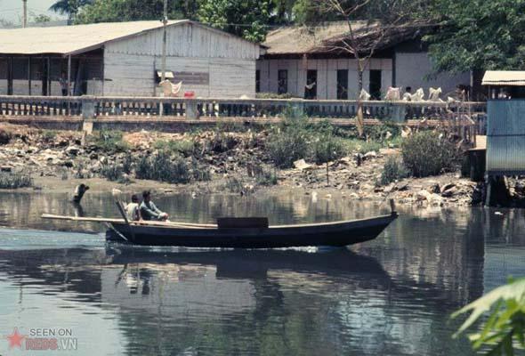 Tháng 4/1969. Con kênh phía sau Thảo Cầm Viên.