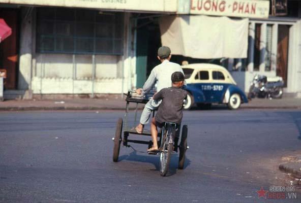 Tháng 4/1969. Một góc phố vắng.
