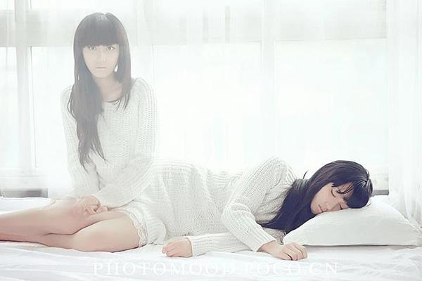 Linh hồn cô gái bật dậy khi đang ngủ