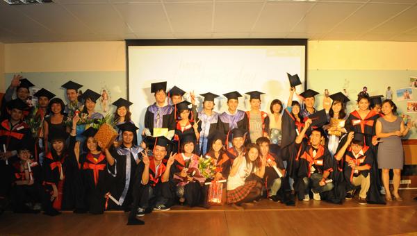Lễ tốt nghiệp ấm cúng và cảm động của các bạn học viên FPT Arena